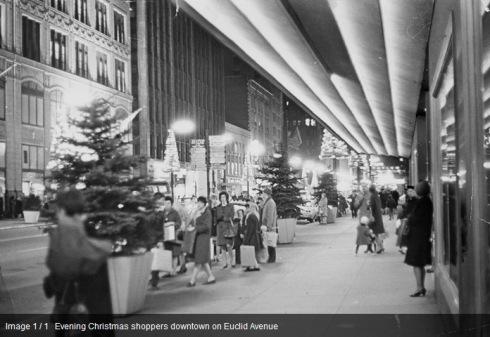 http://retailfix52.files.wordpress.com/2012/12/4-teaching-learning-cleveland-evening-christmas-shoppers-downtown-on-euclid-avenue-windows-internet-explorer-1242012-61817-am.jpg?w=490&h=337