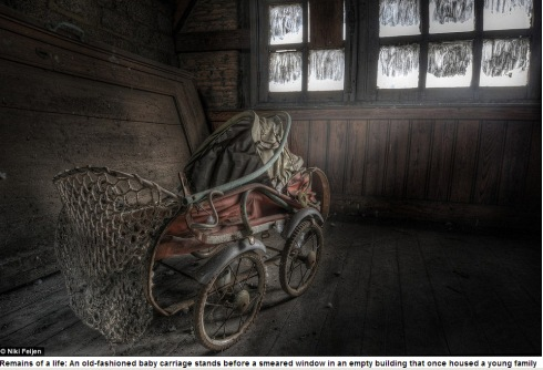 Photographer Niki Feijen's eerie images of the abandoned farm houses  Mail Online - Google Chrome 10122013 55727 AM