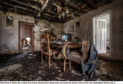 Photographer Niki Feijen's eerie images of the abandoned farm houses  Mail Online - Google Chrome 10122013 55849 AM