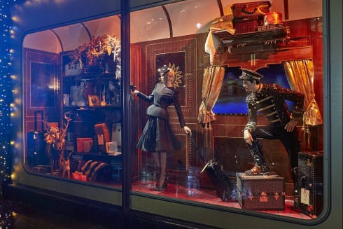 All aboard the Harrods express! First look at luxury store's iconic Christmas 2013 window display  Mail Online - Google Chrome 11252013 83317 AM
