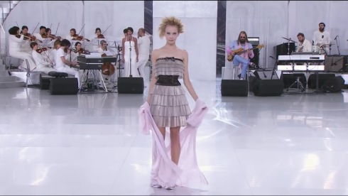 3-Spring-Summer 2014 Haute Couture CHANEL show - YouTube - Google Chrome 1302014 35707 PM